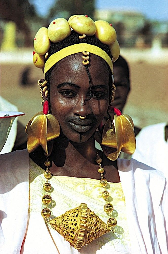 Africa - Peul/Fulani woman with oversized gold jewelry.  #gold #african #jewelry #tradition #lifestyle