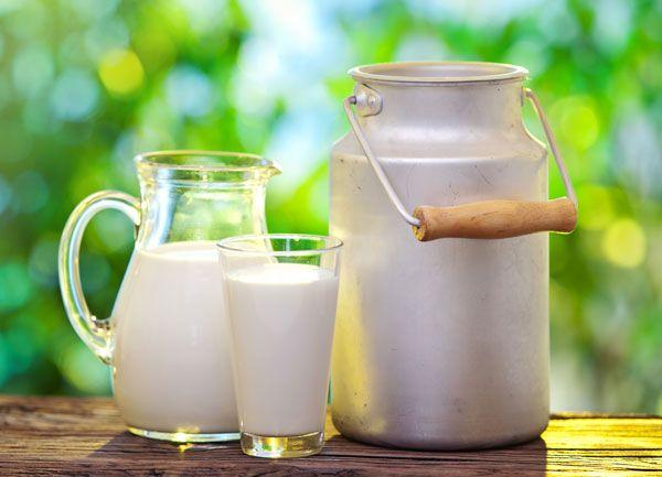 10 buoni motivi sul perché devi subito smettere di bere il latte
