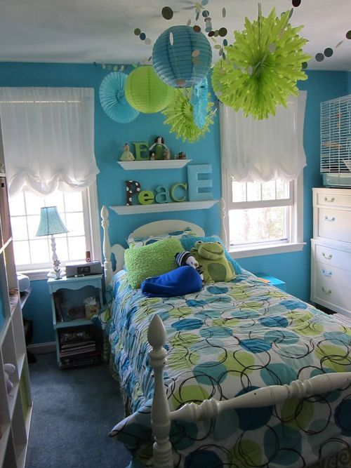 awesome teen bedroom! My daughter has this same bedding. Dark brown walls though. Love those thingys hanging from the ceiling!