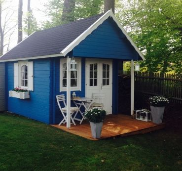 Das Gartenhaus Bunkie 40 mit Schlafboden sowie Doppeltür und zwei Fenstern kann auch als Gästehaus im Schrebergarten genutzt werden.