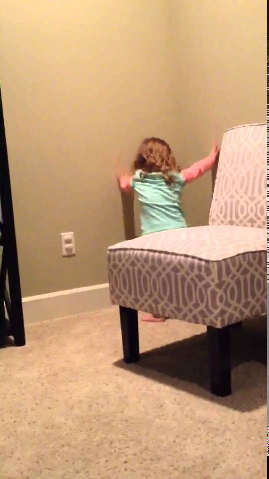 """Unbelievable 2 yr old dancing to Sia's """"Chandelier"""" video - Getting it!"""