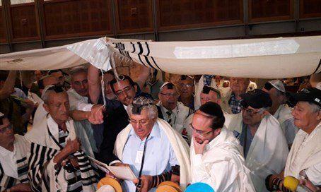 Sobrevivientes del Holocausto celebraron un Bar Mitzvá tardío en Israel - http://diariojudio.com/noticias/sobrevivientes-del-holocausto-celebraron-un-bar-mitzva-tardio-en-israel/175824/