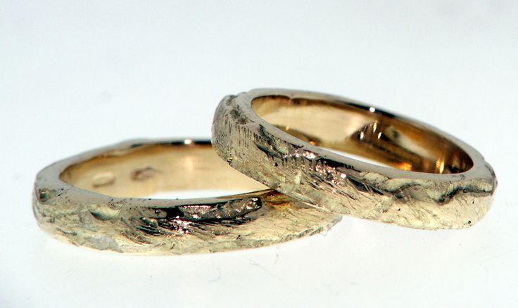 Fedi sfaccettate in oro giallo/ rosso/ bianco. Faceted gold Wedding rings , yellow / red / white gold. Art 29097;prezzo medio 900 € la coppia.
