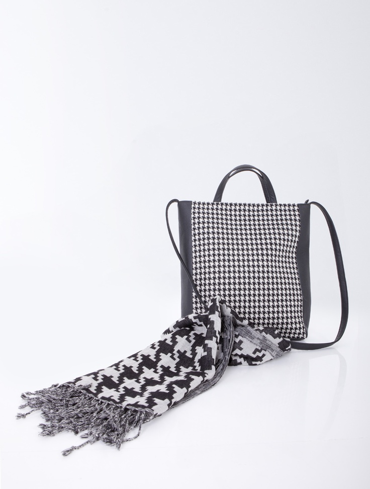 Hand and shoulder bag, black and white houndstooth pattern.