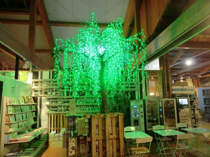 albero a led modello salice  3888 LEDS           consumo 235 W misure Ø DIAM MT 2,5 X MT 3H