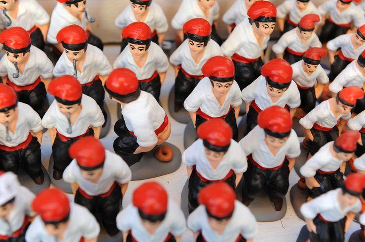 Barcelonan joulutorilla ei kävele vastaasi joulupukki tonttuineen. Katalonian pääkaupungilla on ihan omat, aika kummallisetkin, traditionsa. Vai koristelisitko sinä kotisi julkkiksia imitoivilla, kakkivilla keramiikkahahmoilla? http://www.exploras.net/uudet-tekstit#/barcelonan-kyykkivt-ukot-ja-jouluhalot/