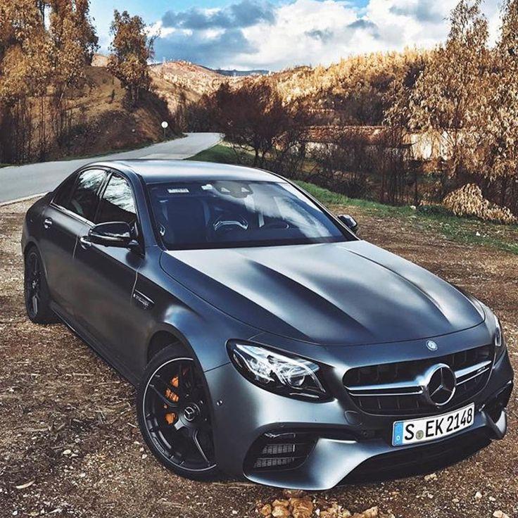 Mercedes-Benz E 63 AMG [S] (Instagram @santanya)