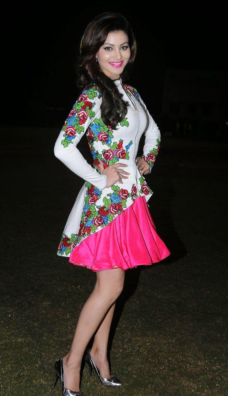 High Quality Bollywood Celebrity Pictures: Urvashi Rautela Looks Super Sexy At Twister Mitsui Shoji T20 League Season 5 At Police Gymkhana, Marine Lines, Mumbai
