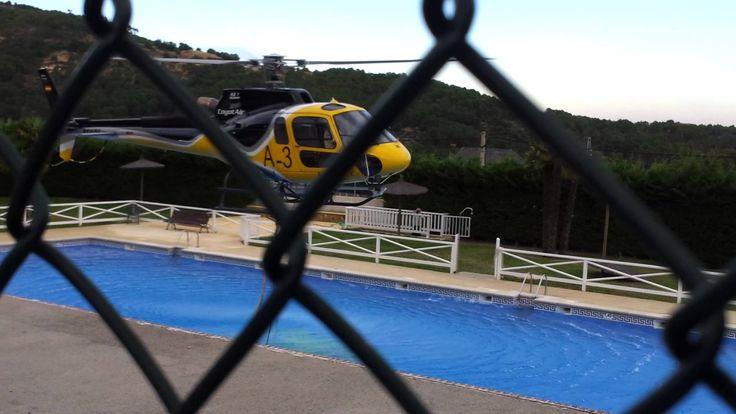 Helicóptero cargando en piscina Gavilanes