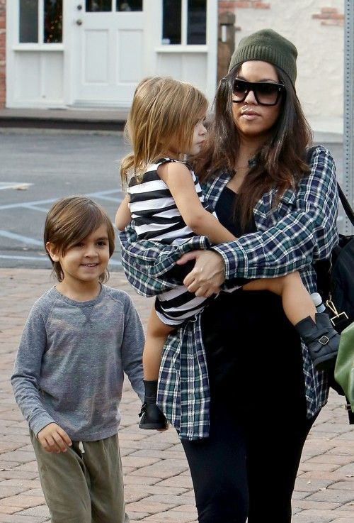 Mom-to-be, Kourtney Kardashian, Enjoys Some Sunday Breakfast With Kids: Mason and Penelope