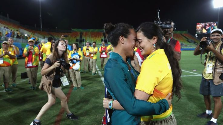 Rio staffer proposes to her girlfriend on the rugby field and get ready to cryLove goals.  Image: Getty Images  By Jerico MandyburAustralia2016-08-09 03:43:56 UTC  The manager of Rios Deodoro Stadium Marjorie Enya couldnt have picked a better time to propose. The Australian womens rugby sevens team had just won gold after beating New Zealand on Monday and the mood was high. Perfect time to propose on a pitch.  The 28-year-old was ready. She grabbed a mic and started speaking to her…