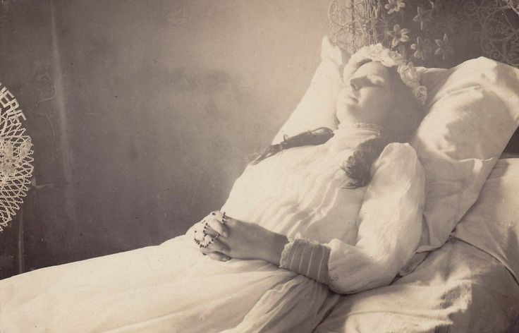 """Post mortem of a young lady."" - c. 1900s - (Via)"