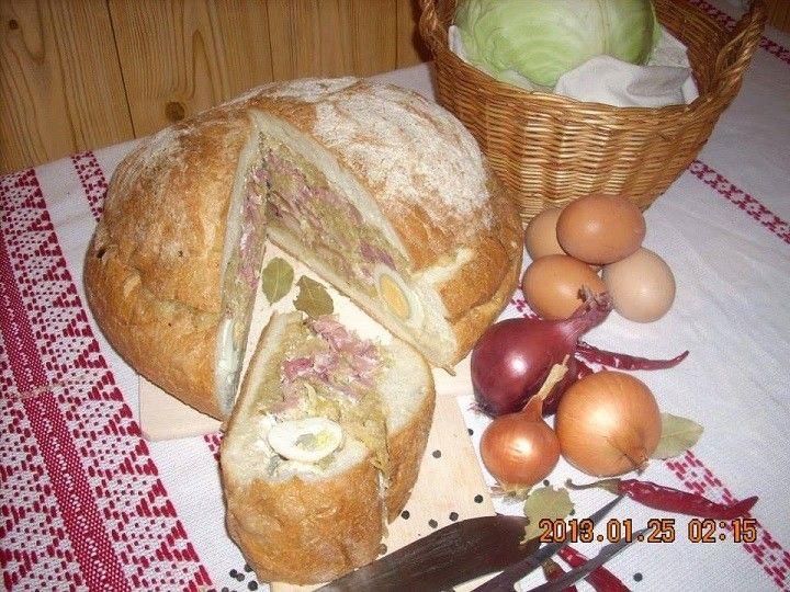 TÖLTÖTT KENYÉRCIPÓ  1 kg-os parasztcipó tetejét levágom. A kenyér belsejét a széleibe kihúzom, 8-10 db főtt tojással körberakom. 1 kg jófajta házi savanyú káposztát egy…