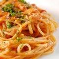 Una deliciosa pasta Amatriciana que lleva una  salsa de tomates, tocino y ajo picante. Deliciosa y fácil de preparar.