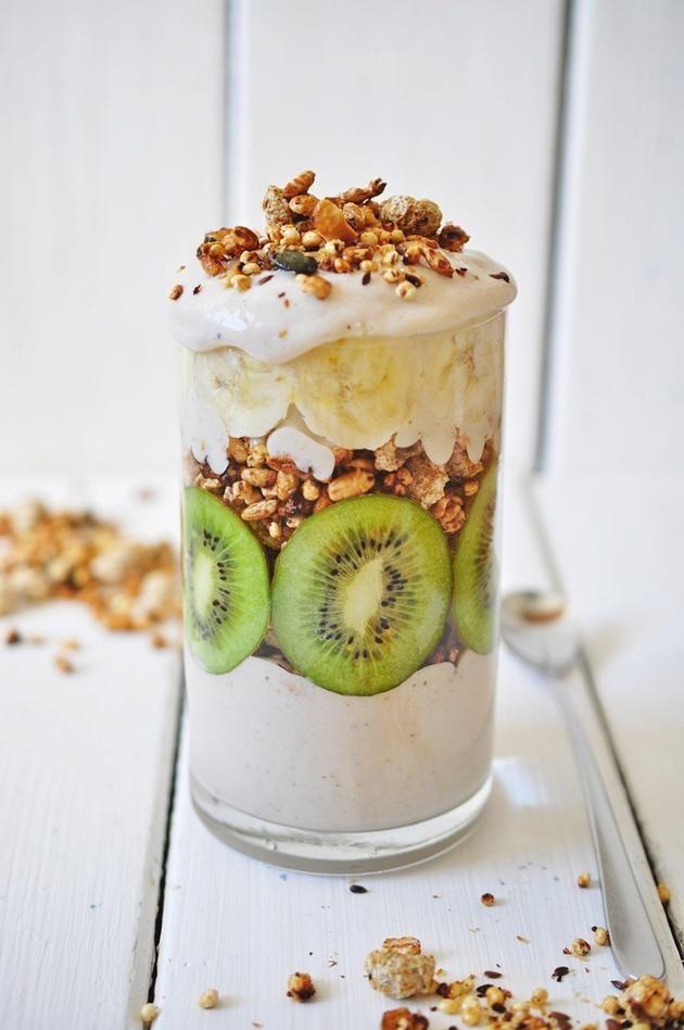 Kiwi-nana granola parfait with banana cream