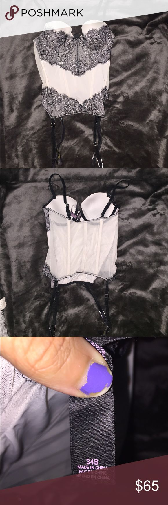 1 Hr Sale ~ Victoria Secret Lingerie good condition! very sexy and sophisticated 💖👑 the colors are black lace (w/ sparkles) and a cream/ivory color. gorgeous!! Victoria's Secret Intimates & Sleepwear