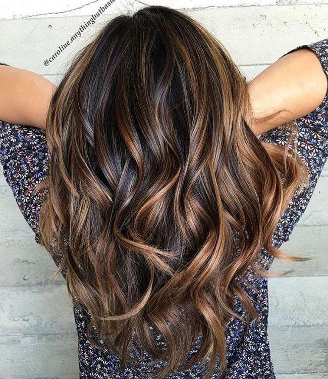 Couleur marron miel sur cheveux bruns