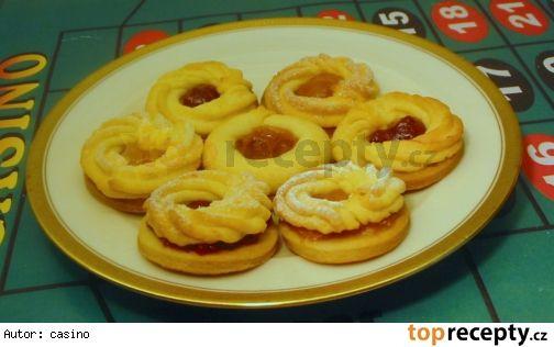 Linecké meránkyTěsto linecké-základní  300 g hladké mouky 200 g másla (Hera) 100 g cukru moučky 2 žloutky (1 celé vejce) špetka soli ------------------------ Těsto linecké-třené  250 g hladké mouky 60g cukru mletého 200 g másla (Hera) 2 žloutky citronova kůra (nebo pomerančová) vanilkový cukr špetka soli  50KS
