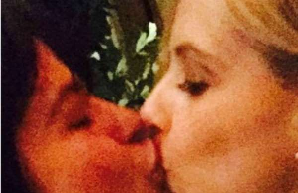 Sarah Michelle Gellar kissing Selma Blair