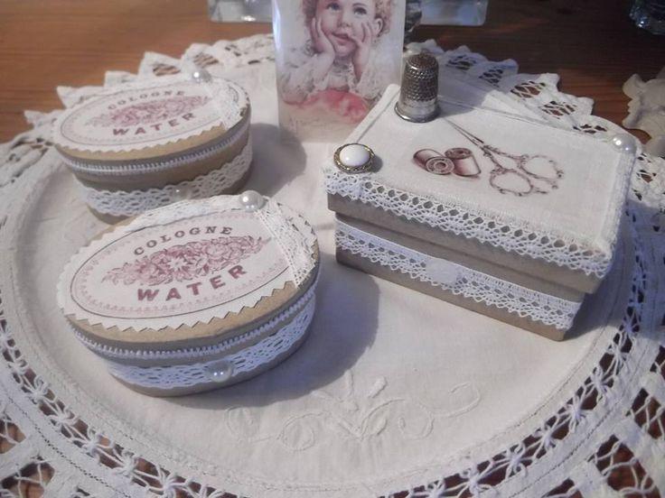 De petites boites, décorées pour accueillir savon, petit nécessaire à couture, et bientôt un modèle pour chocolats, menthe ... Créations de La Douce Parenthèse en Bretagne.