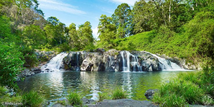 Under Tehuti Falls is a deep, refreshing swimming hole big enough to swim lengths in under the three waterfalls which tumble impressively over the rocks.