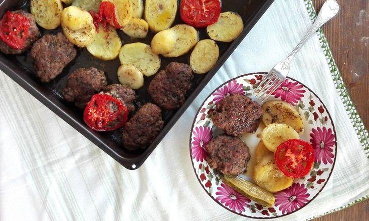 Μαλακά μπιφτέκια με πατάτες στο φούρνο — Paxxi