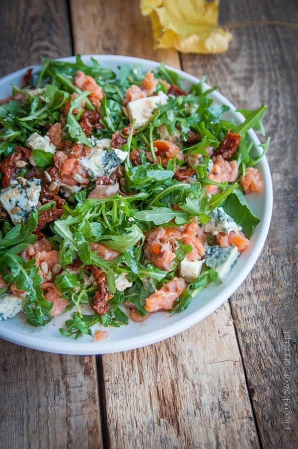 Salatka Z Wedzonym Lososiem I Rukola Zdrowe Jedzenie Salatki Letnie Salatka