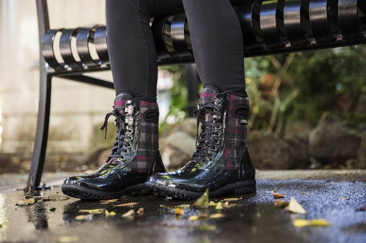 Découvrez les nouvelles bottes de pluie Bogs disponibles en magasin et en ligne  https://www.viesportive.com/fr/catalogue/chaussures-et-bottes,pret-a-porter,bottes-de-pluie,bogs-1868/45