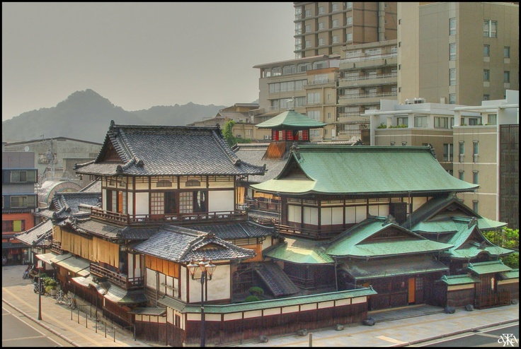 Located east of the Matsuyama Castle, the public bathhouse of Dogo Onsen is one of the oldest in Japan with a history going back to 1 500 years. Some days, those wooden buildings, built in 1894, welcome more than 3 000 persons. This three levels building is said to be the model of the main bath building of the 2001 animated movie Spirited Away by Hayao Miyazaki.