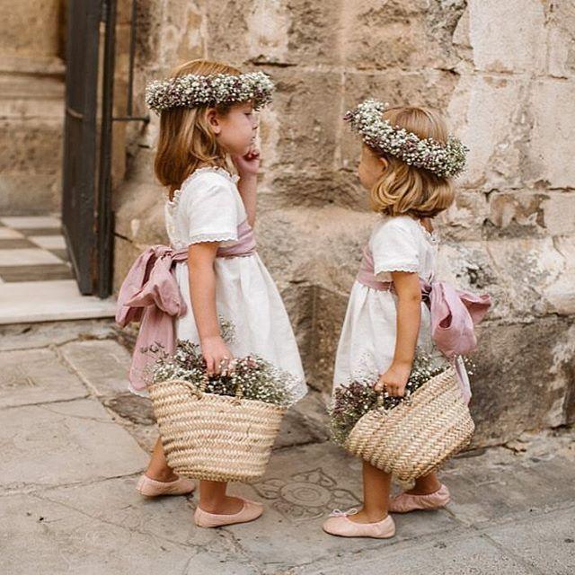 Dos muñequitas que nos alegran el día!! Pic: @alejandrasalido #leplumeti #cosasbonitas #muerodeamor #princesas #arras #damitas #muñeca #niñosdearras #inspiration #natura #loving #lindas #fashionkids #modainfantil #miniplumetis #instadaily #instalove #nice #miespacio #mimundo #miyo #laniñaquehayenmi