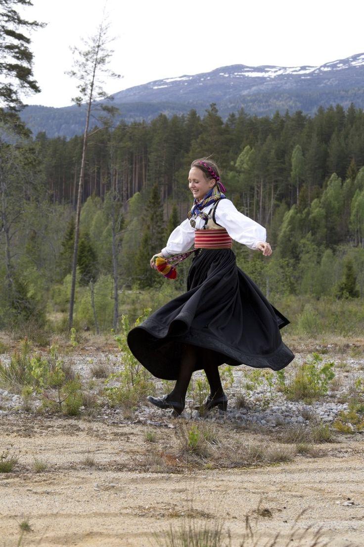 Bunad til konfirmanten: Vilde Sofies BELTESTAKK - et samarbeidsprosjekt - Magasinet BUNAD