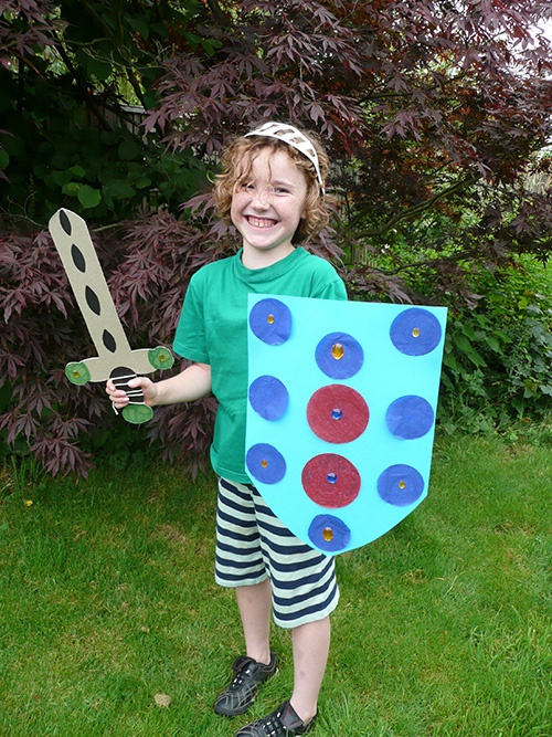 Childrens Knight Party - Craft parties for kids in a box