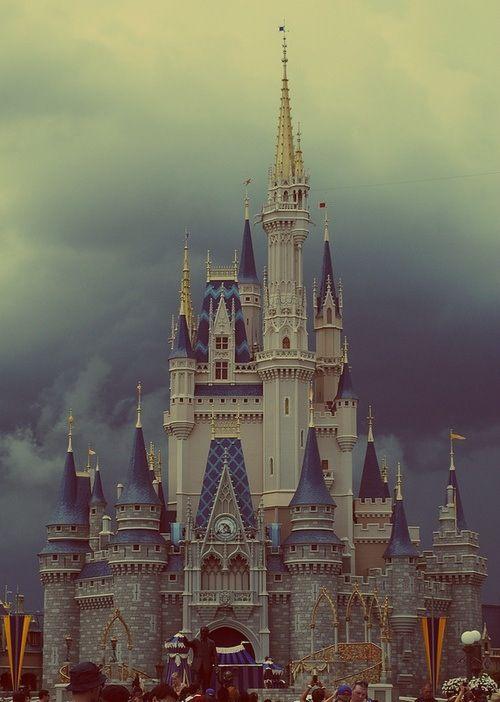 Disney World, Cinderella's Castle❤ Such an enchanting place. ❤