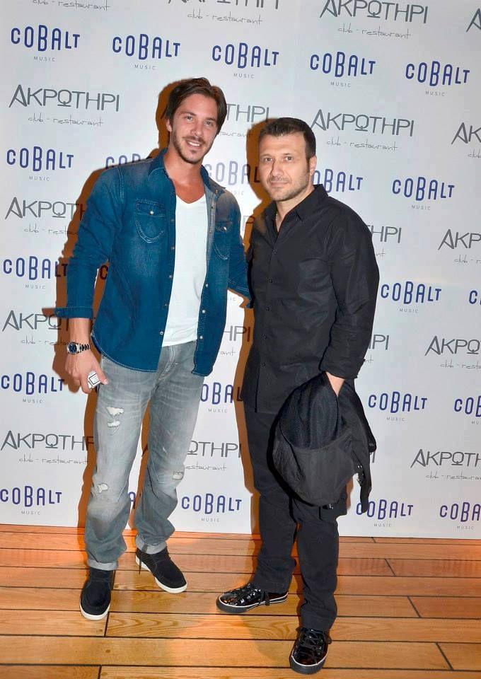 Nikos Oikonomopoulos and Giannis Ploutarxos - Greek Singers