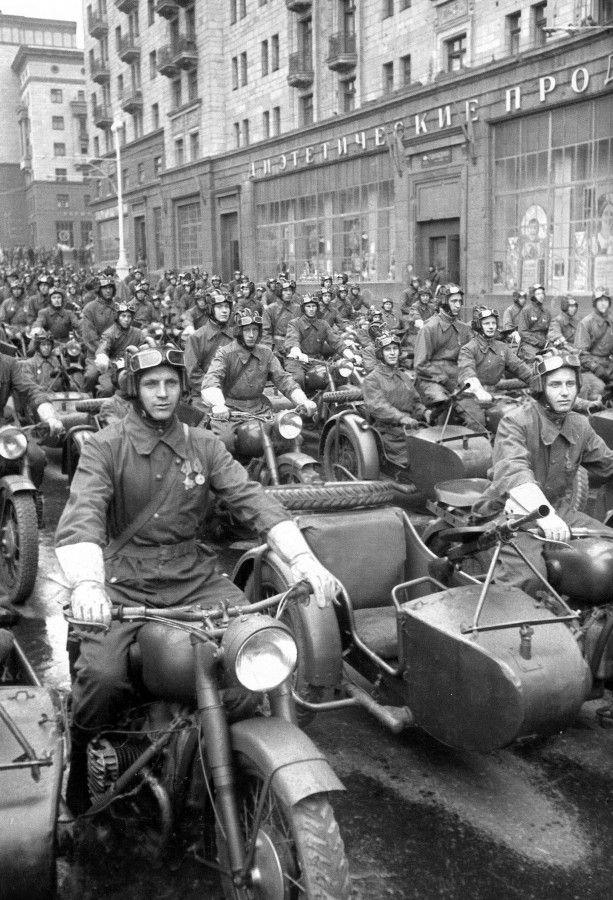 historicaltimes:  Russian Motorcycle Parade 1940s