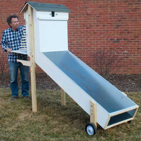 Best-Ever Solar Food Dehydrator Plans - Mother Earth News Full DIY instructions. Large-scale food dehydration for gardeners or those purchasing bulk produce/herbs.