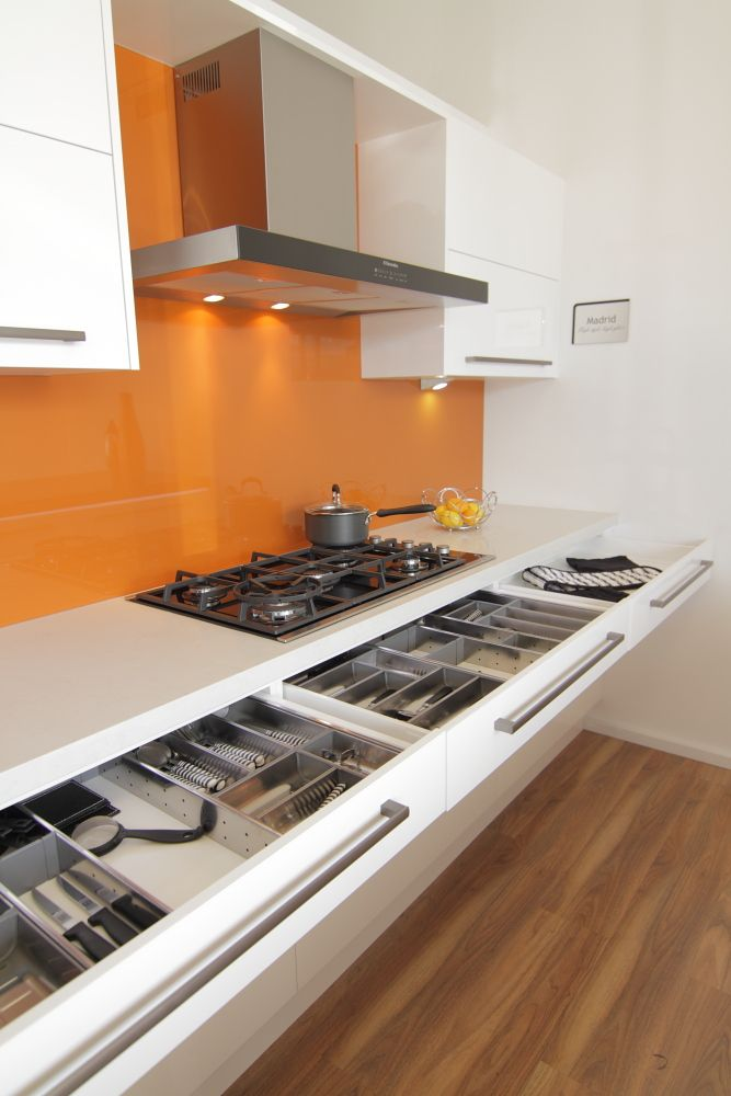 www.wallspan.com.au Glossy surfaces and chic designs are part of the modern Madrid kitchen range, available at Wallspan now.