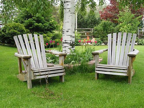 Umówmy się, jeśli ktoś już ma ogród, dba o niego i lubi spędzać w nim czas, doskonale wie, że tam po prostu świetnie się wypoczywa. Chcąc, żeby wypoczynek był udany i bez zarzutu, musi być nam przede wszystkim – wygodnie. Wygoda niezwykle mocno wiąże się z relaksem, a sprzyjającym relaksowaniu się miejscem może być właśnie…