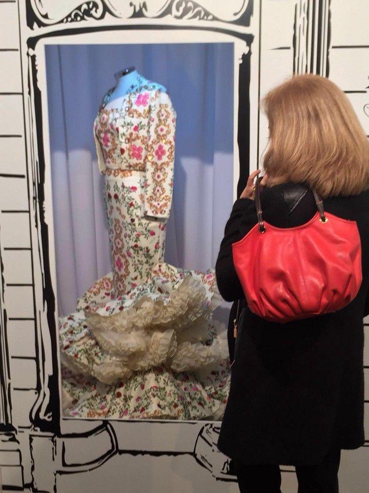 """""""Nuestro gusto por la moda también abarca la moda flamenca. En nuestra visita a Simof, nos hemos encontrado con este traje tan particular ¿qué te parece?"""" - Leather shoulder bag, The Coral Taleguita"""