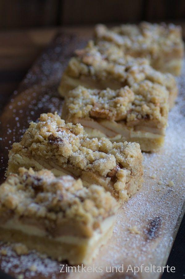Apfelkuchen mit Nussstreuseln, Frischkäsemasse und Karamellsauce - http://zimtkeksundapfeltarte.com/2015/11/01/apfel-cheesecake-mit-walnuss-streuseln-und-karamellsauce-herbstglueck/