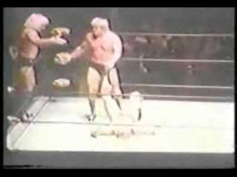 Paul Orndorff & Jimmy Snuka vs Ric Flair & Greg Valentine (rematch)