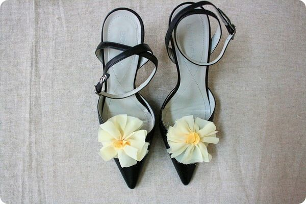 Flowers via Jones Design CompanyCrafts Ideas, Flower Shoes, Diy Flouncy, Crafts Flower, Flower Power, Clothing Shoes, Flouncy Flower, Flower Girls, Jones Design Company