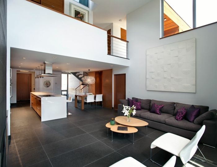 Bodenfliesen Wohnzimmer Weisse Sessel Dunkles Sofa