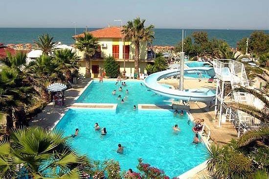 Centro Turistico Holiday #marche #hotel #holiday #villaggioturistico #chalet #touristicvillage #piscina #portosantelpidio http://www.marchetourismnetwork.it/?place=centro-turistico-holiday