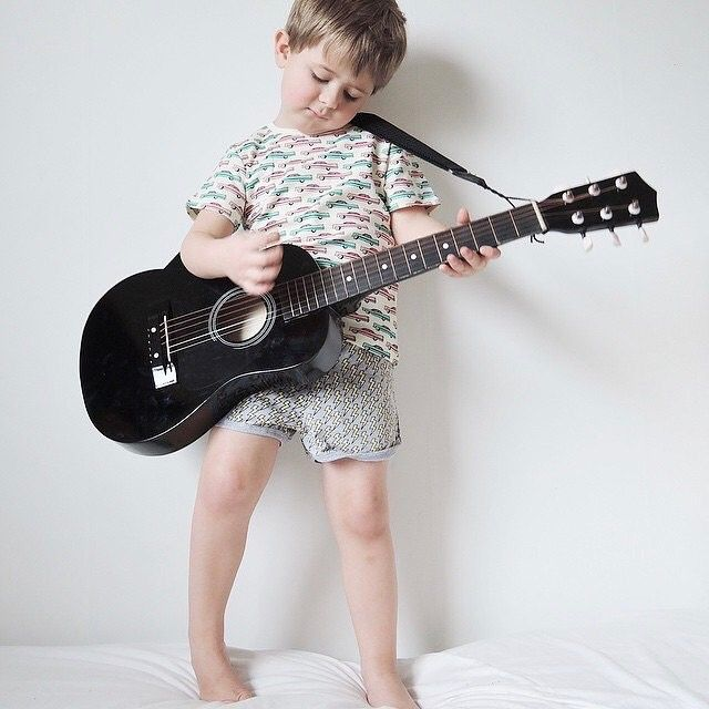 @malinsroom Time flies... 🖤 2yrs ago according to FB. _________________________________ #lillalennon malinsroom #litenblitstor #gardnerandthegang #gatg #barnmode #inspirationecokids #organickidswear #inspirationforpojkar #gitarr #sprall