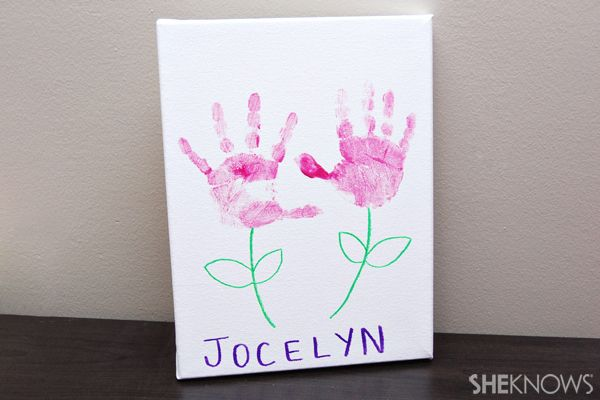 Mothers Day crafts for kids... might do one flower for Kenedee and one flower for Daisy...perfect for grammy!