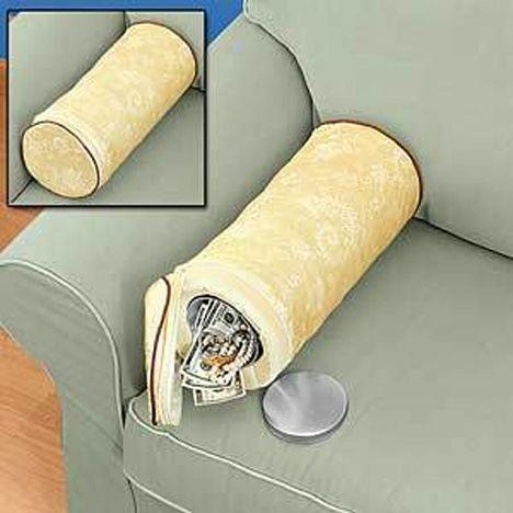 hidden-safe-pillowHiding Places, Hidden Pillows, Pillows Safe, Hiding Valuable, Creative Ideas, Hidden Storage Diy, Hidden Compartments, Hidden Safe Pillows, Diy Secret Storage
