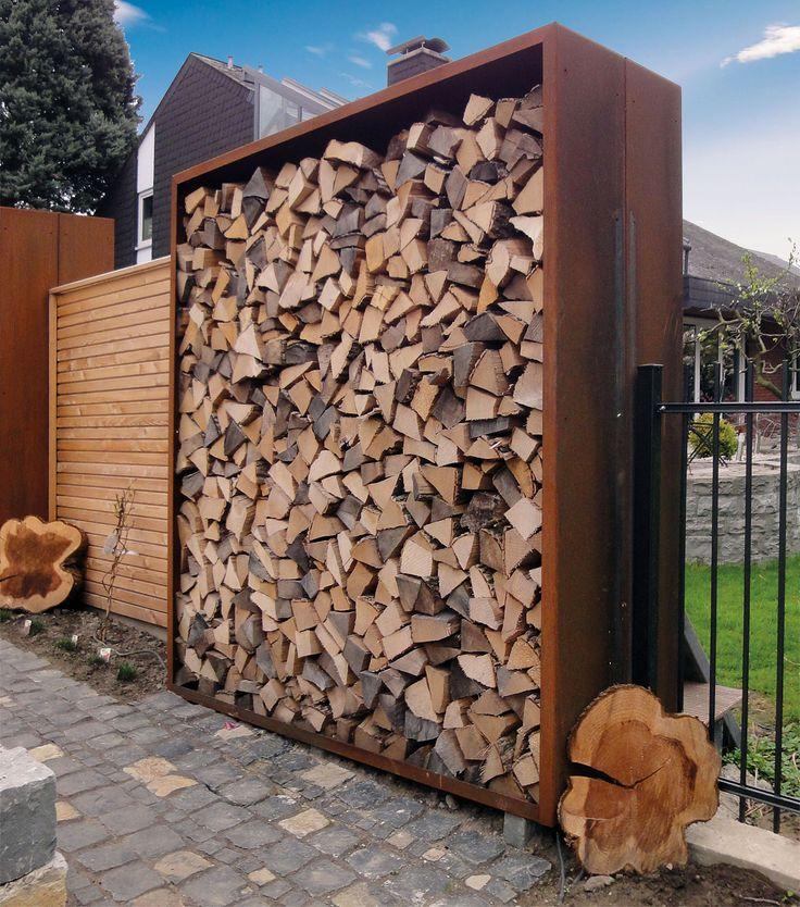 Holzlager schaffen nicht nur Platz für Kaminholz sondern sind auch als Sichtschutz vielfältig einsetzbar. LIGUNA Holzlager bestehen aus Boden, Seitenwänden, Dach und wahlweise mit oder ohne einer Rückwand.