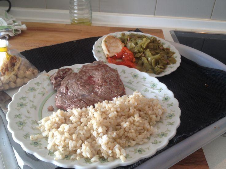 Comida 5 de 6 (post entrenamiento):  160 grs de Atroz integral 180 grs Ternera 180 grs Judias verdes rehogadas 30 grs pechuga de pollo.  Carbs: 50 grs. Proteina: 63 grs. Grasas: 30 grs. Kcal: 600 aprox.