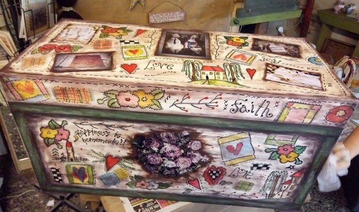ξύλινη κασέλα με γαμήλιες φωτογραφίες για τα ενθύμια του γάμου...ζωγραφική και κολλάζ